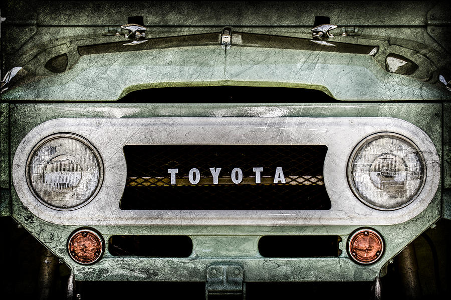 Toyota Pictures Photograph - 1969 Toyota Fj-40 Land Cruiser Grille Emblem -0444ac by Jill Reger