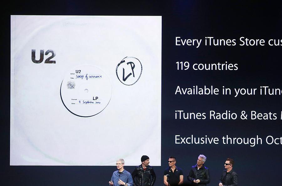 Apple Unveils iPhone 6 Photograph by Justin Sullivan