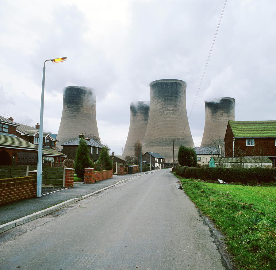 Coal-fired Power Station Photograph - Coal-fired Power Station by Robert Brook/science Photo Library