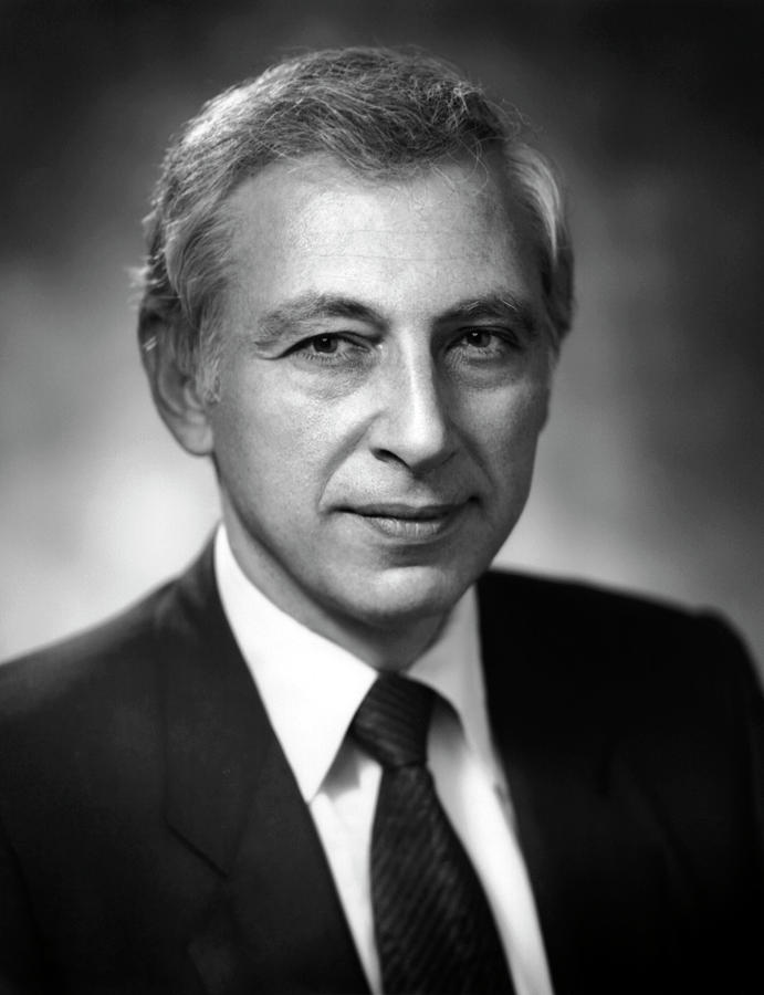 Dr Robert Gallo Photograph By National Cancer Institute