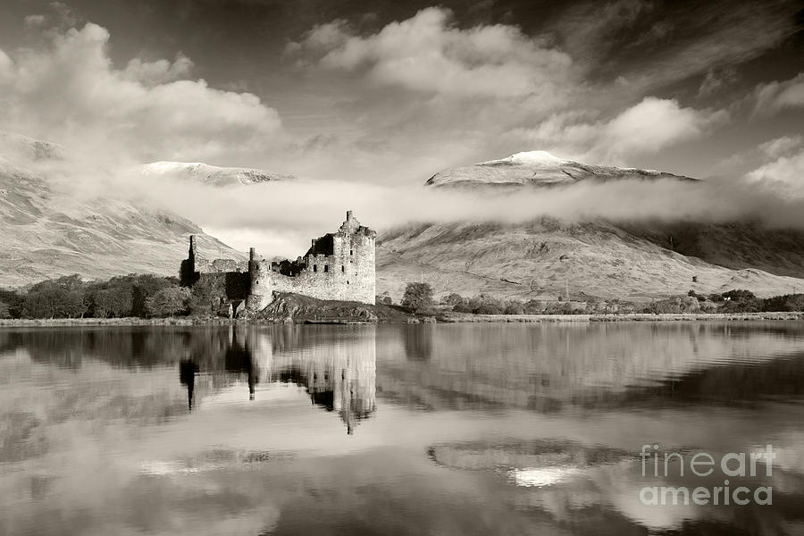 Kilchurn Castle Photograph - Kilchurn Castle by Derek Croucher