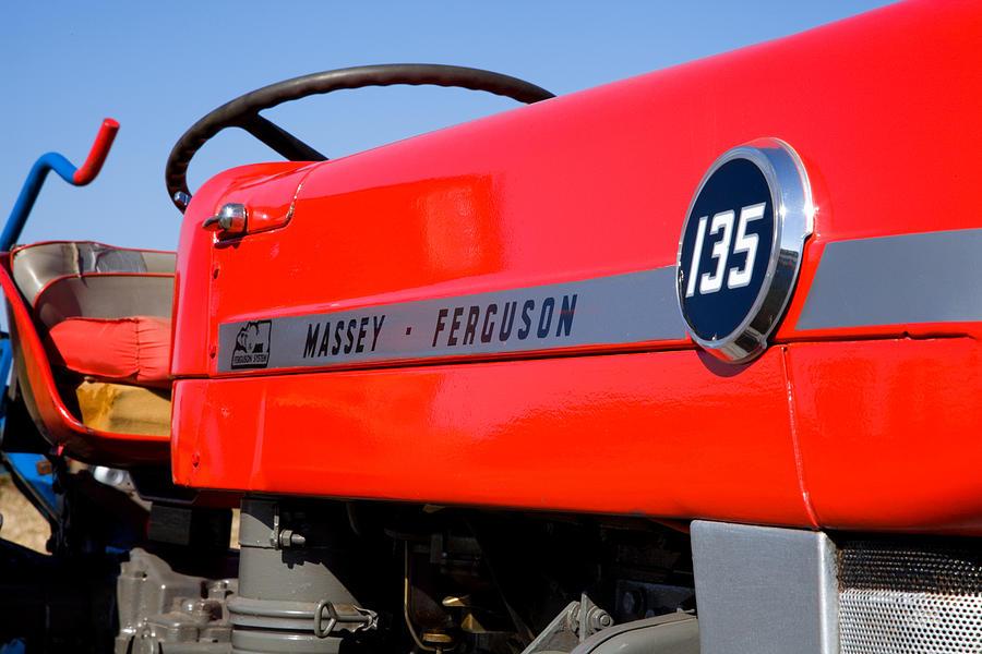 Massey Ferguson Photograph - Massey Ferguson 135 Vintage Tractor by Paul Lilley