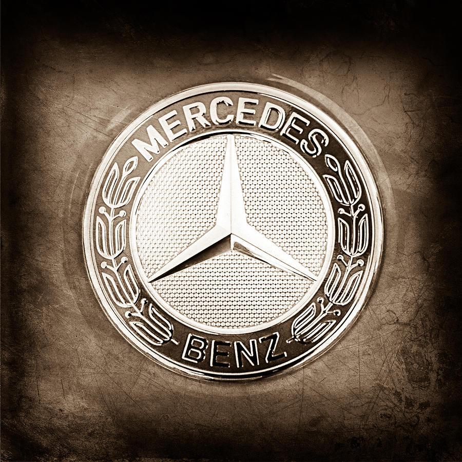Mercedes Emblem Photograph - Mercedes-benz 6.3 Amg Gullwing Emblem by Jill Reger
