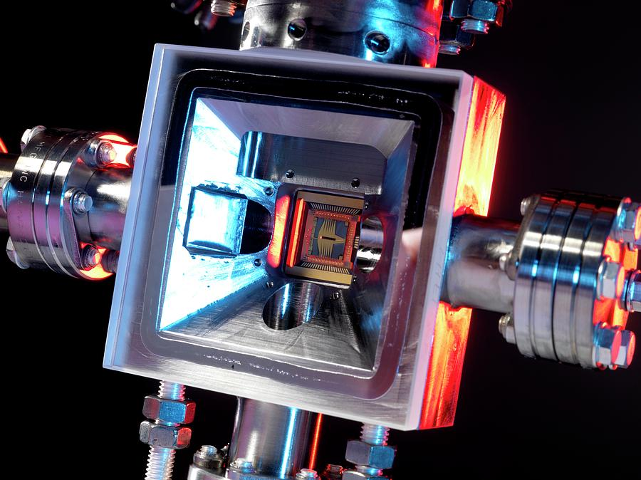 Equipment Photograph - Microfabricated Ion Trap by Andrew Brookes, National Physical Laboratory/science Photo Library
