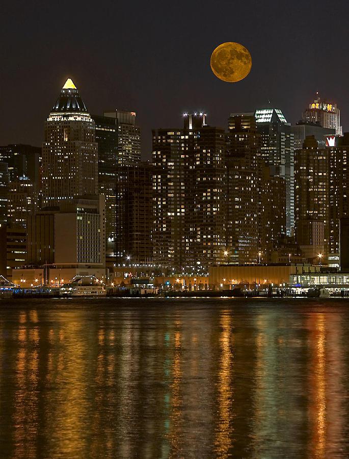 Nyc Photograph - Moonrise Over Manhattan by Susan Candelario