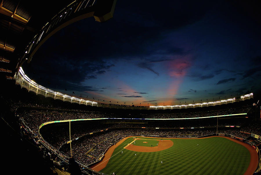 New York Mets V New York Yankees Photograph by Al Bello