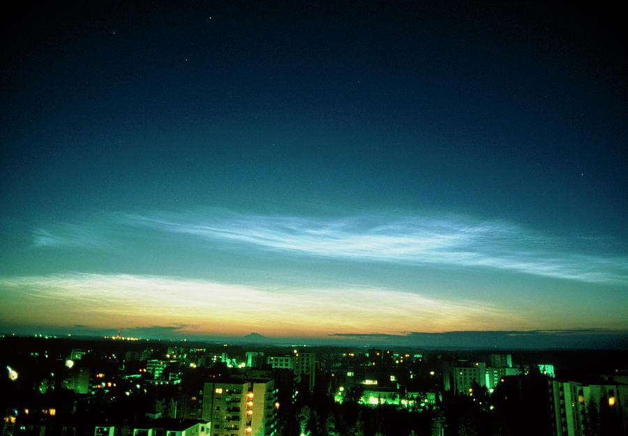 Noctilucent Cloud Photograph - Noctilucent Clouds by Pekka Parviainen/science Photo Library