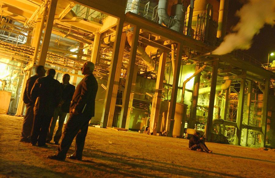 UN Weapons Inspectors Visit Iraqi Phosphate Plant Photograph by Scott Peterson