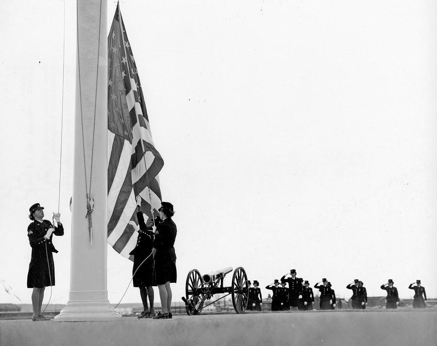 1968 Photograph - Women Marines, 1968 by Granger