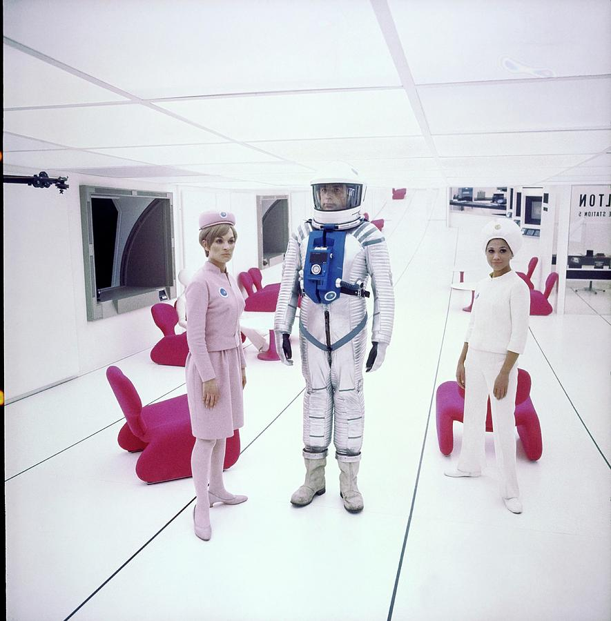 2001: A Space Odyssey Actors On Set Photograph by John Cowan