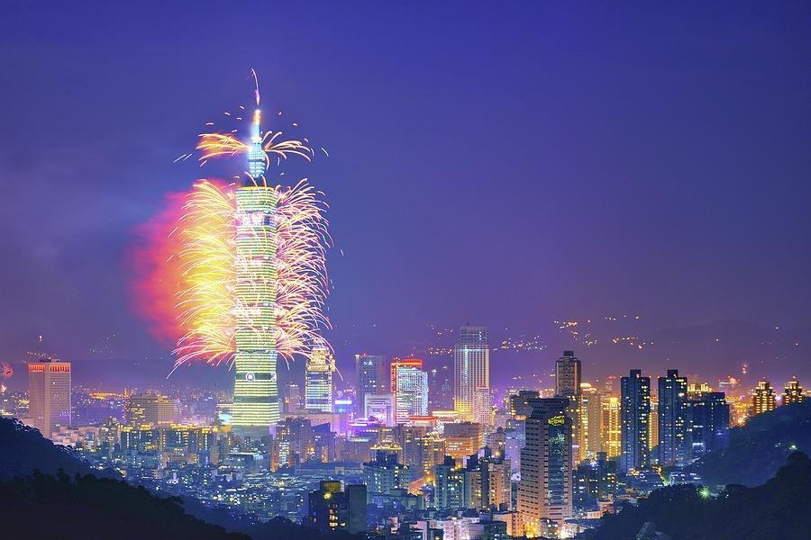 2014 Taipei 101 New Years Fireworks Show Photograph by Joyoyo Chen