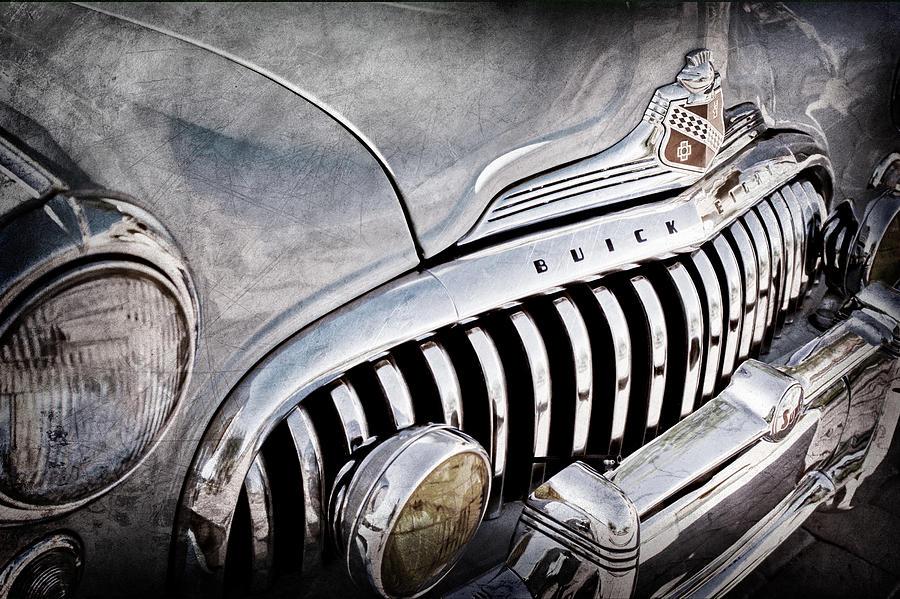 Buick Emblem Photograph - 1947 Buick Eight Super Grille Emblem by Jill Reger