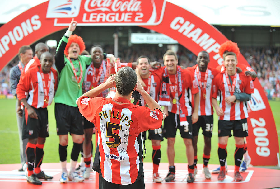 Brentford v Luton Town Photograph by Christopher Lee
