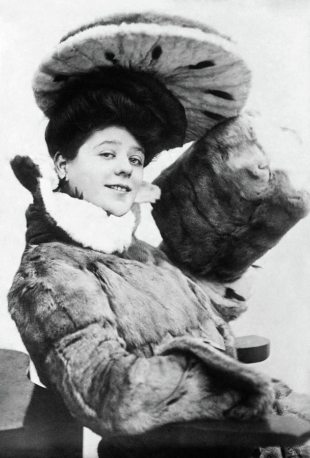 1910 Photograph - Camille Clifford (1885-1971) by Granger
