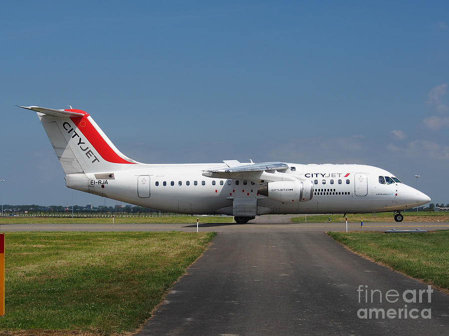 737 Photograph - Cityjet British Aerospace Avro Rj85 by Paul Fearn