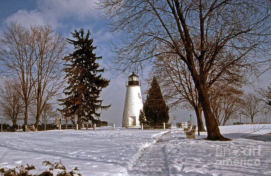 Lighthouses Photograph - Concord Point Lighthouse by Skip Willits