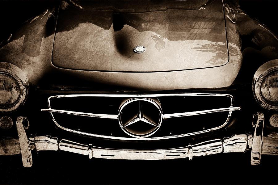 Mercedes Emblem Photograph - Mercedes-benz 190sl Grille Emblem by Jill Reger
