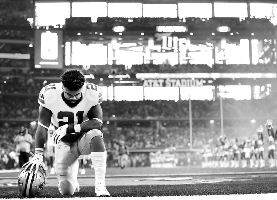 New York Giants Vs Dallas Cowboys Photograph by Tom Pennington