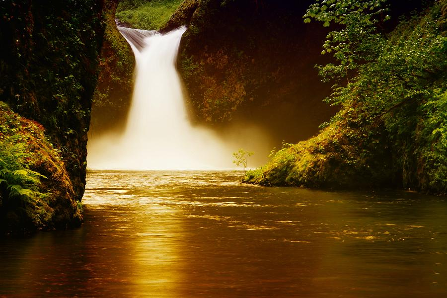 Waterfalls Photograph - Upper Punch Bowl Falls by Jeff Swan