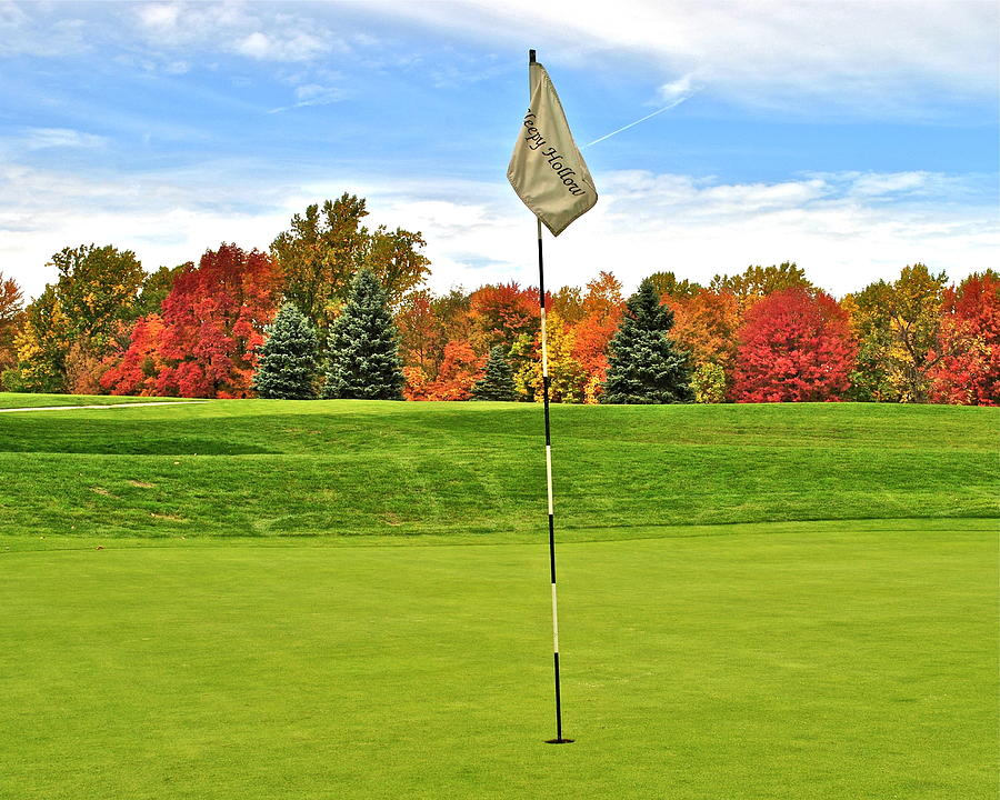 Golf Photograph - Autumn Golf by Frozen in Time Fine Art Photography
