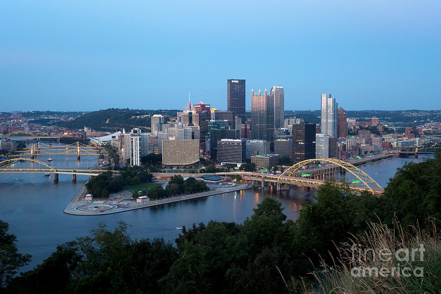 Allegheny Photograph - Downtown Skyline Of Pittsburgh Pennsylvania by Bill Cobb