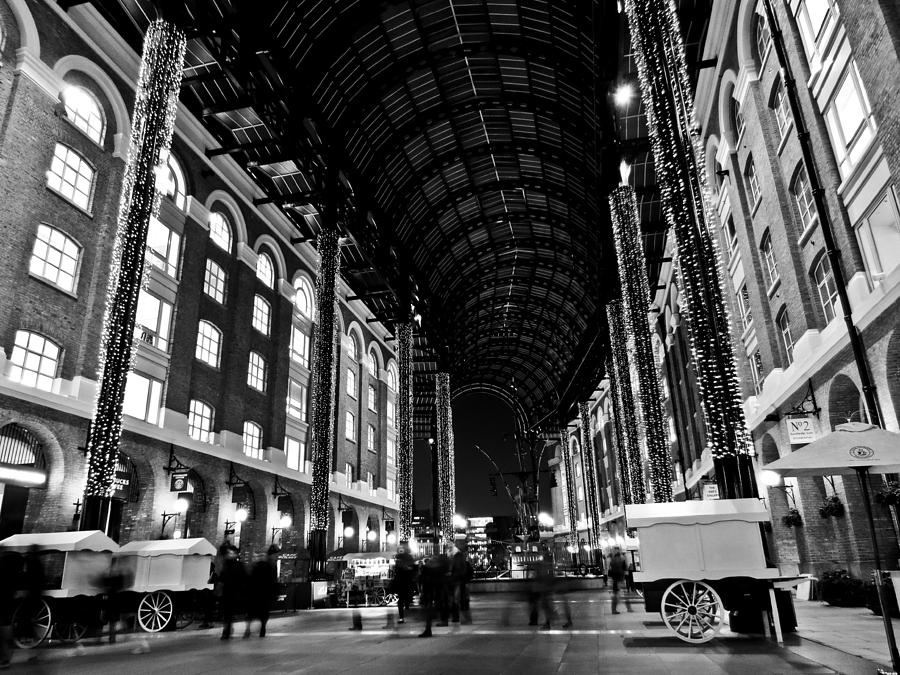Hays Photograph - Hays Galleria London by David Pyatt
