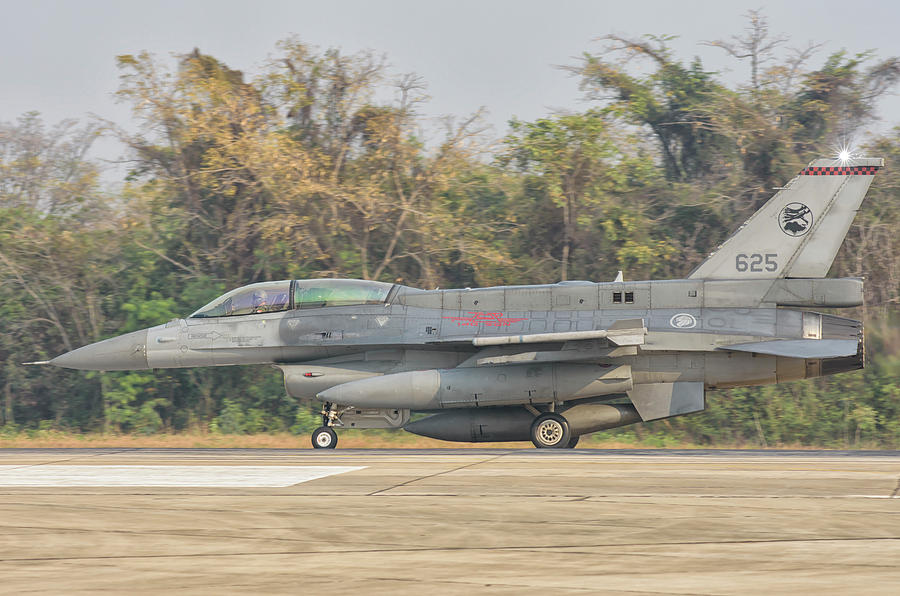 Royal Singapore Air Force F 16 Block52 Photograph By Giovanni Colla