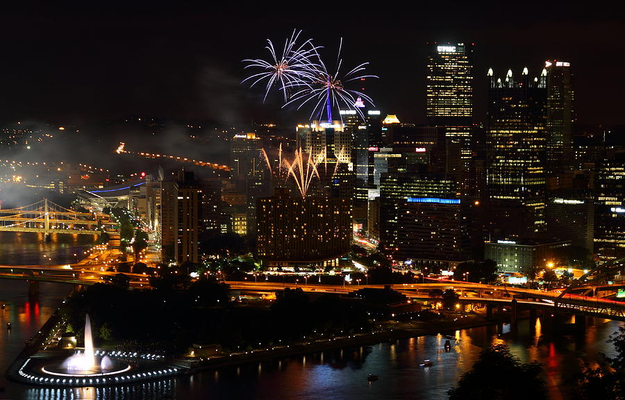 Pittsburgh Photograph - 4th Of July Firworks In Pittsburgh by Jetson Nguyen