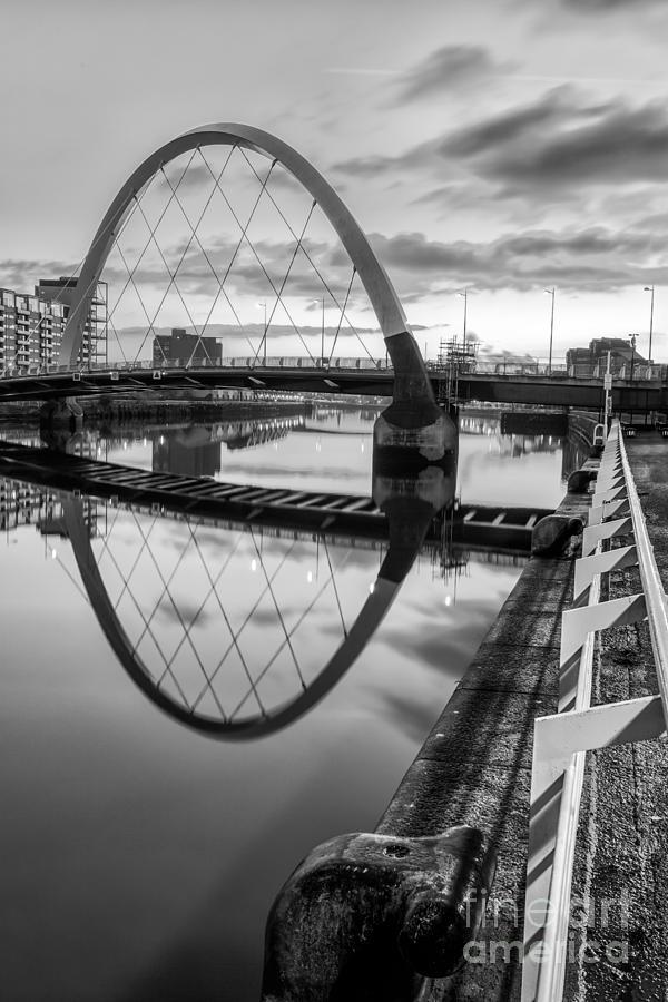 Glasgow Scene Photograph - Clyde Arc Squinty Bridge by John Farnan