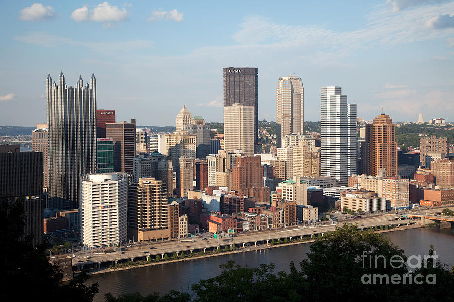 Pennsylvania Photograph - Downtown Skyline Of Pittsburgh Pennsylvania by Bill Cobb