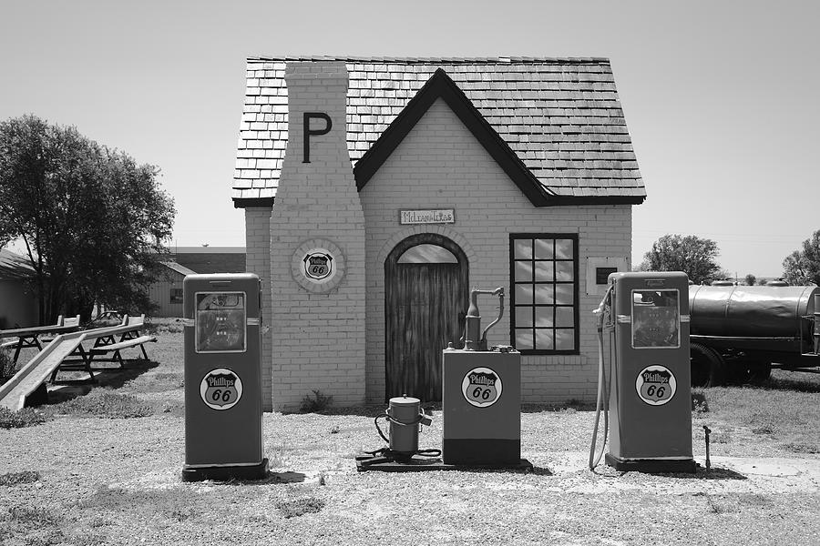 Route 66 - Phillips 66 Gas Station Photograph by Frank Romeo