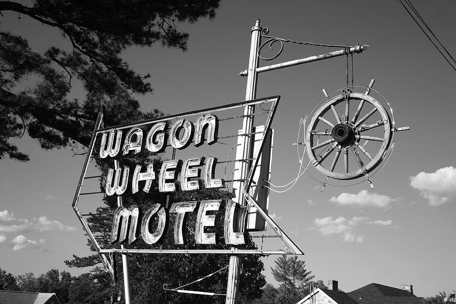 66 Photograph - Route 66 - Wagon Wheel Motel by Frank Romeo