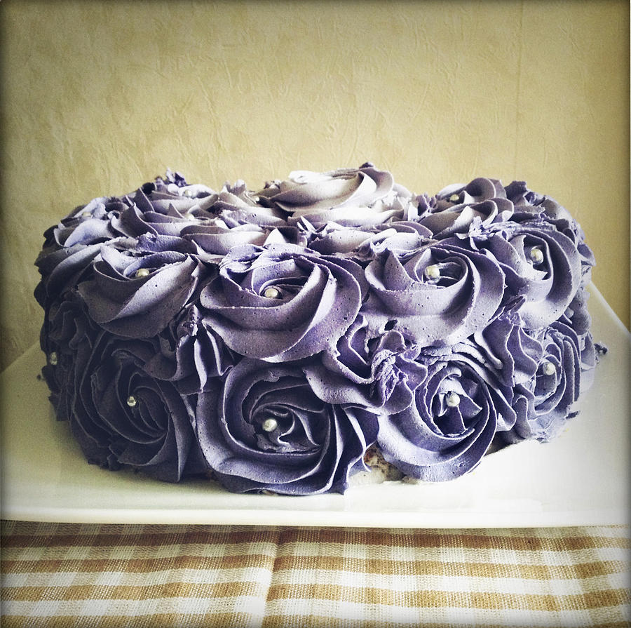 Icing Photograph - Cake by Les Cunliffe