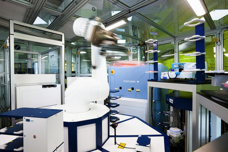 Phenotypic Screening Laboratory Robot Photograph By Lewis Houghton