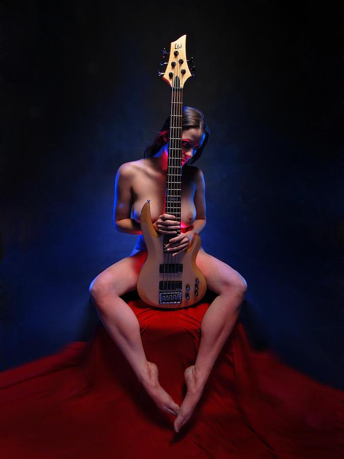 bass-girl-nude