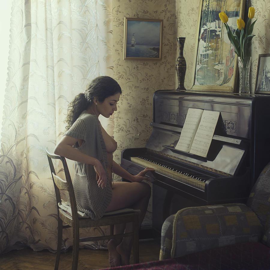 Fine Art Nude Photograph - Untitled 9 by David Dubnitskiy