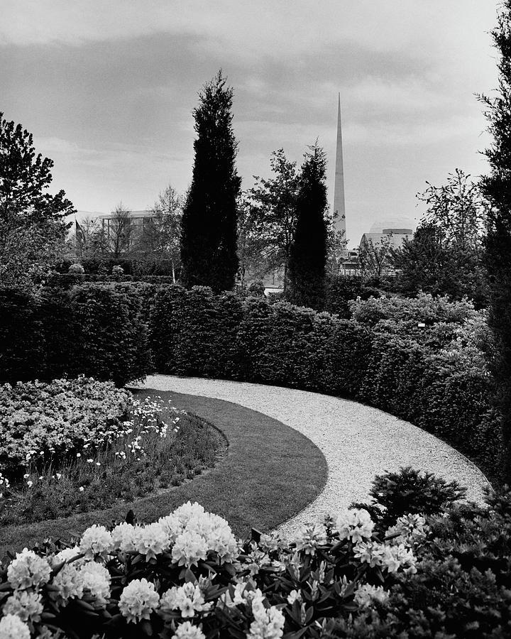 A Bobbink & Atkins Garden Photograph by Ben Schnall