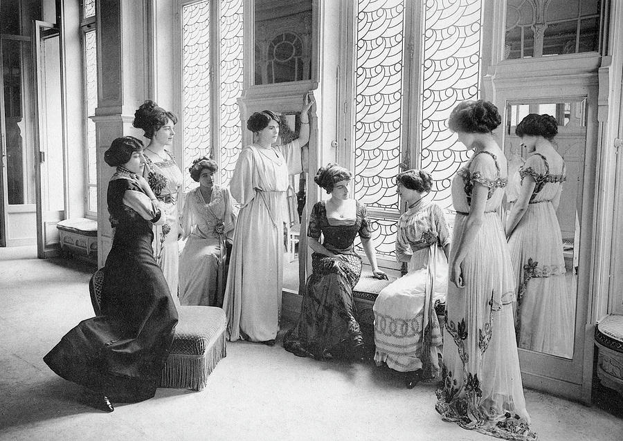 Group Photograph - A Group Of Mannequins Relax  And Chat by Mary Evans Picture Library