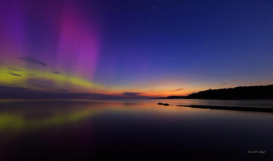 Aurora Photograph - A Majestic Sky by Everet Regal