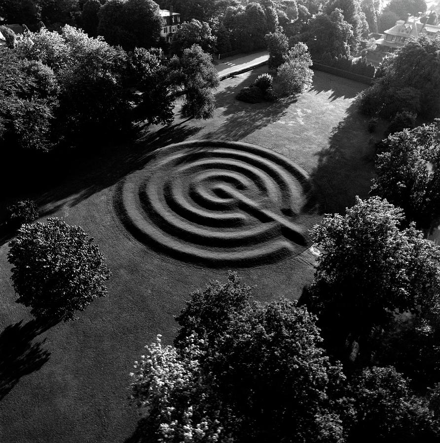 A Maze At The Chateau-sur-mer Photograph by Ernst Beadle