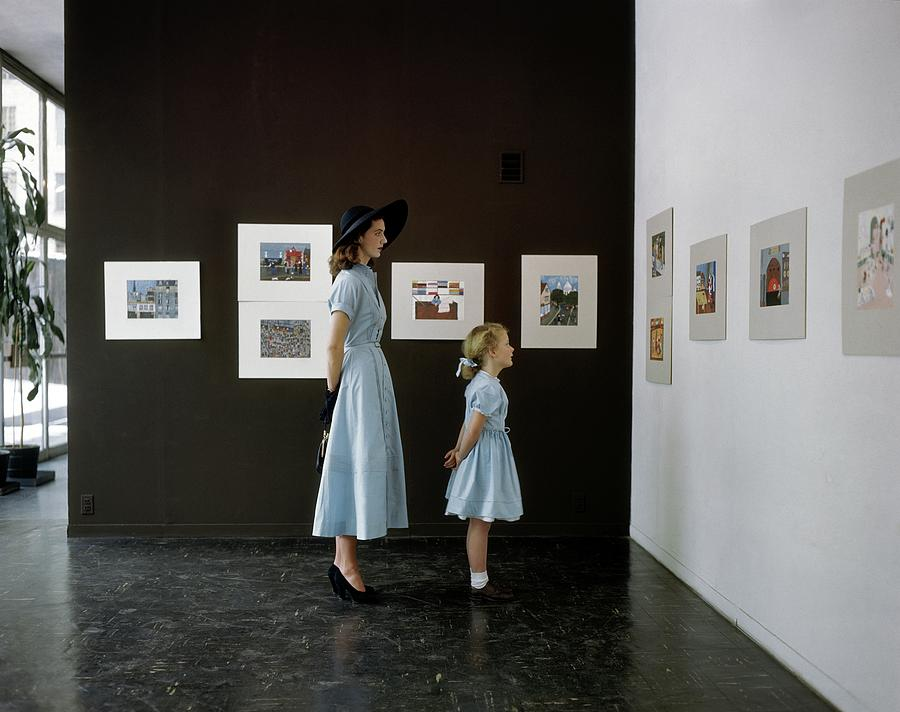 A Mother And Daughter At Moma Photograph by John Rawlings
