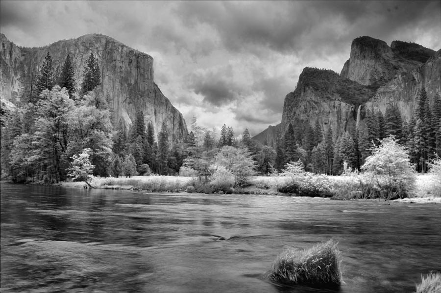 Yosemite Photograph - A Storm Draws Near - Black And White by Lynn Bauer
