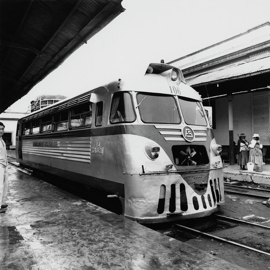A Train Station In Ecuador Photograph by Leonard Nones