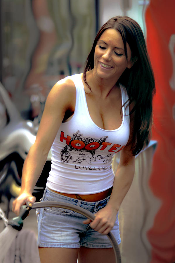 Hooter Photograph - A Working Girl by David Kehrli