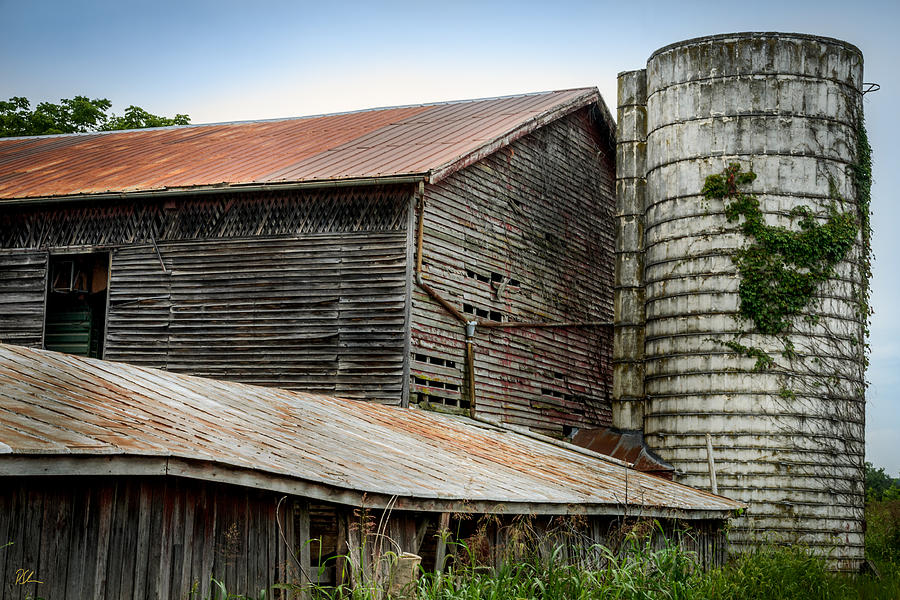 Shenandoah Valley Photograph - Abandoned Barn by Pat Scanlon