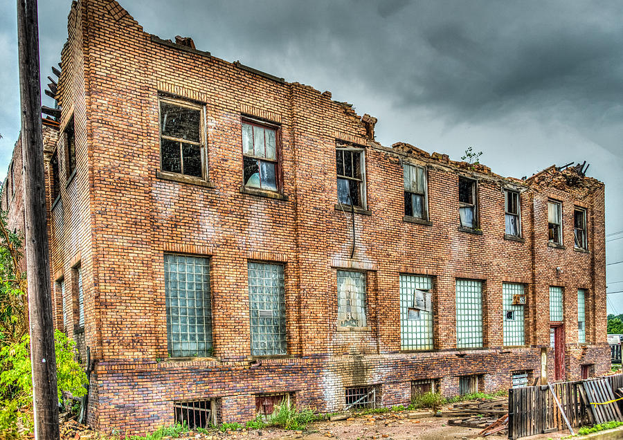 Abandoned Brick Building Photograph By Paul Freidlund
