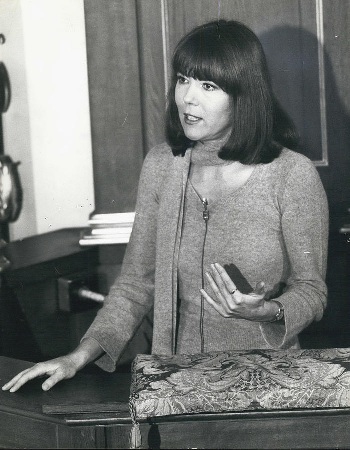 Retro Photograph - Actress Dina Rigg In Lunch Hour Dialogue At St. Mary-le-bow by Retro Images Archive