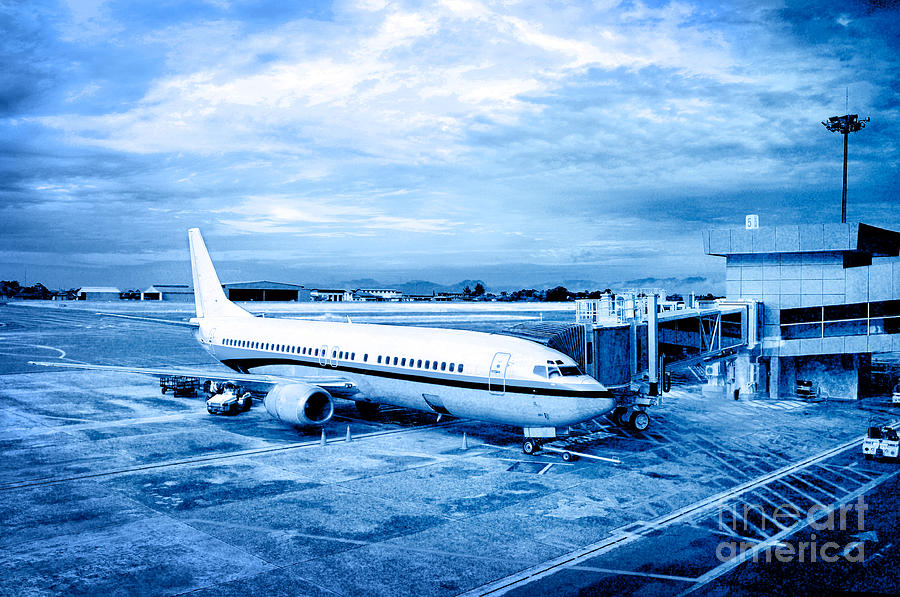 Aircraft Photograph - Airplane At Aerobridge by William Voon