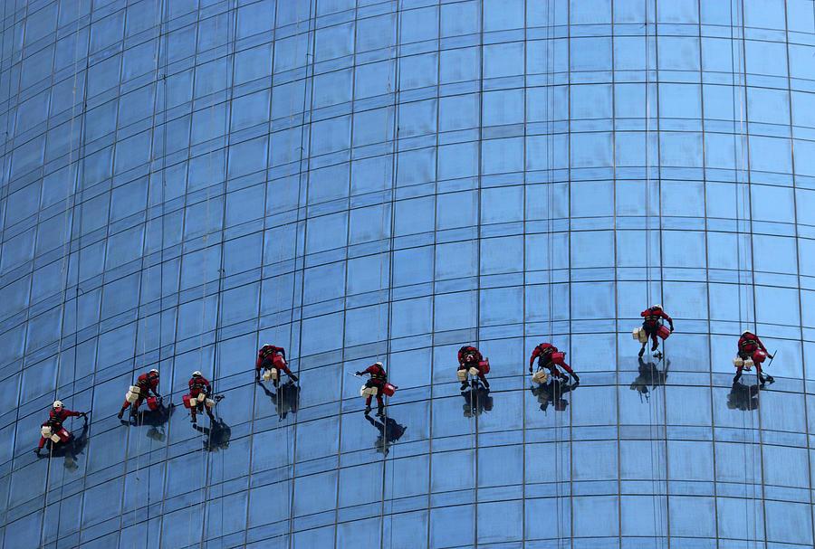 Uae Photograph - Airy Workplace by Hans-wolfgang Hawerkamp