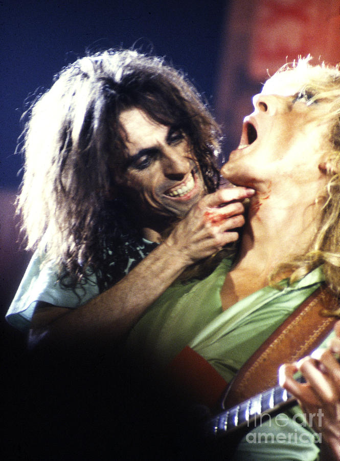 Alice Cooper Photograph - Alice Cooper 1975 by Chris Walter